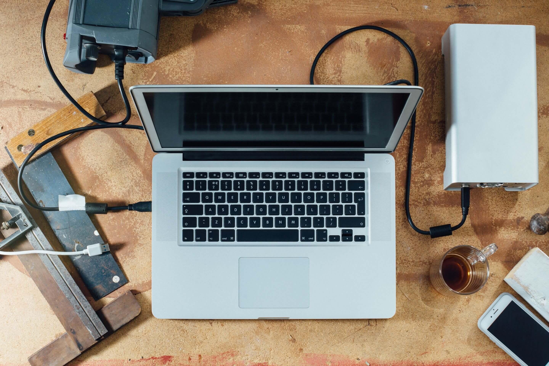 creatief_boekhouder_romke_jellema_death_to_stock_-macbook-op-werkbank